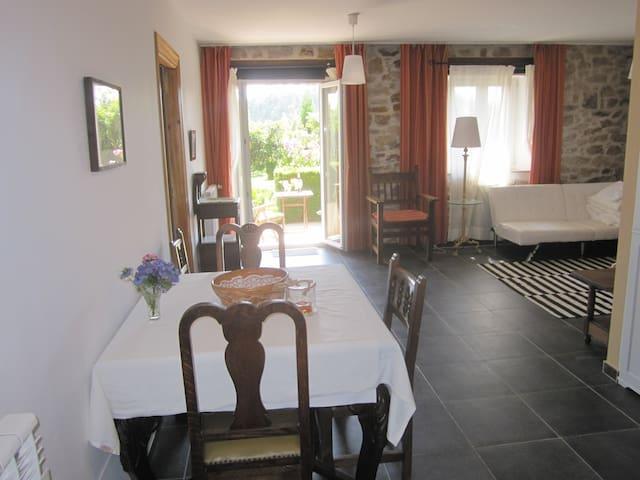 Wohnung mit Terrasse und Garten, Panoramablick - Beranga - Apartment