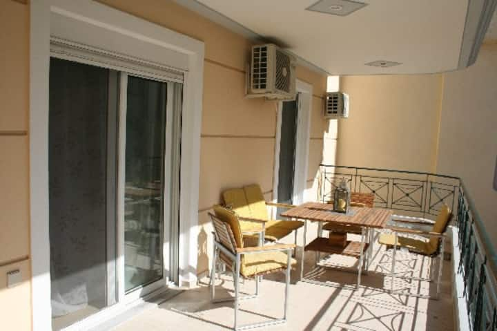 Modern apartment in city centre - great location