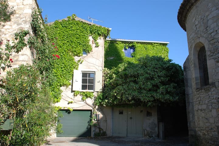 Secluded village house with pool - Saint-Jean-de-Maruéjols-et-Avéjan