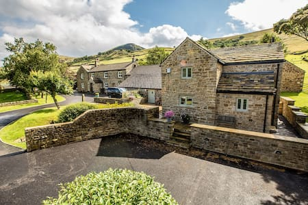 Luxury cottage in the Peak District National Park