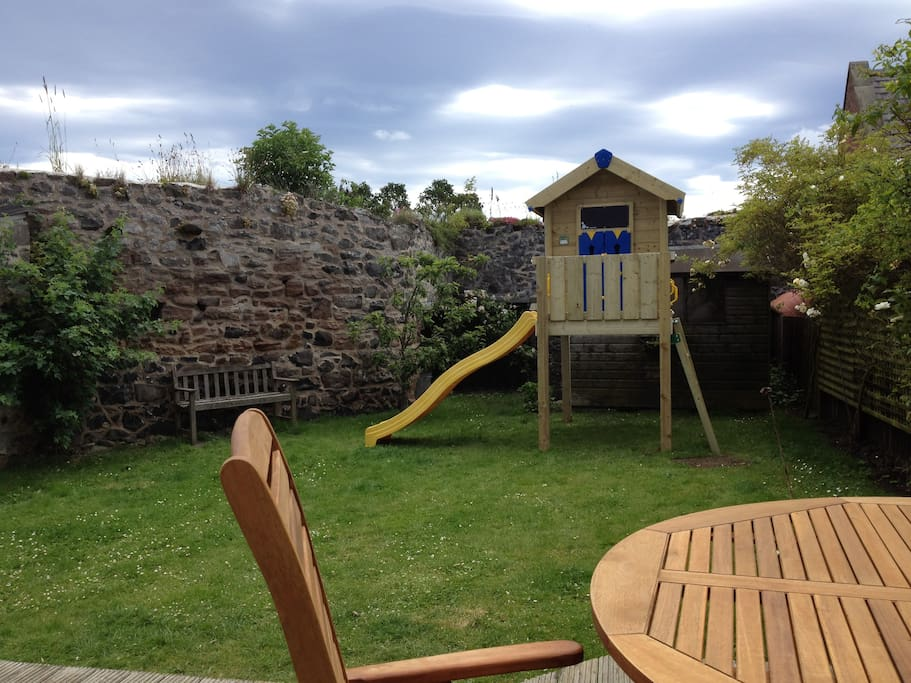 Rear garden with treehouse