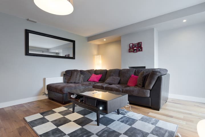 Spacious 3 Bed close to City Centre - Dublin - House