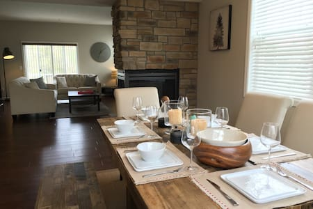 Stunning 3BR Home Walk To Ryder Cup - Chanhassen - Stadswoning