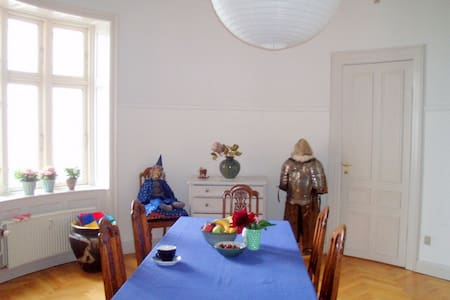 Oldfashioned and charming rooms - Svendborg - Apartment