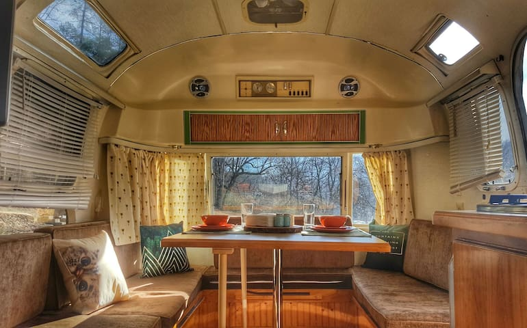 "Smoky Mtn Vintage Airstream ""GLAMPING"" experience - Bryson City"