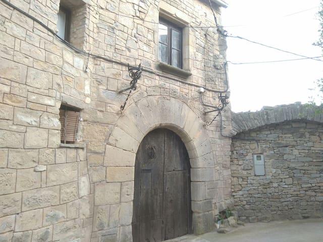 Casa medieval única que disposa de grans vistes - Forès - Castell