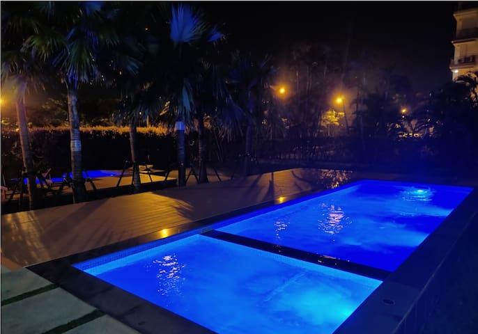 Condo in a Beautiful Resort Community near Airport