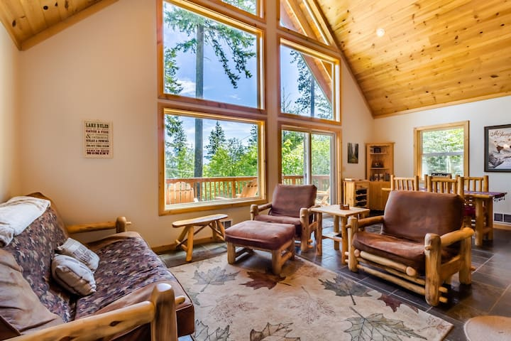 Leavenworth Tree Lighting Festival, dog-friendly home w/ private hot tub!