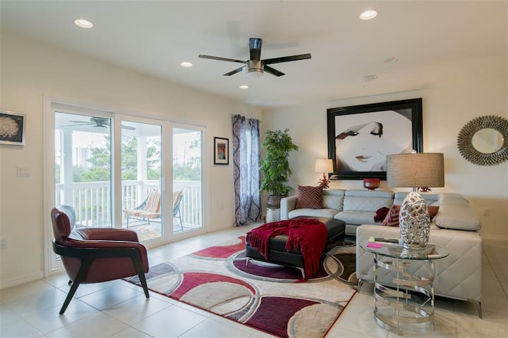Modern Townhome in Perdido Key-WALK to POOL/BEACH