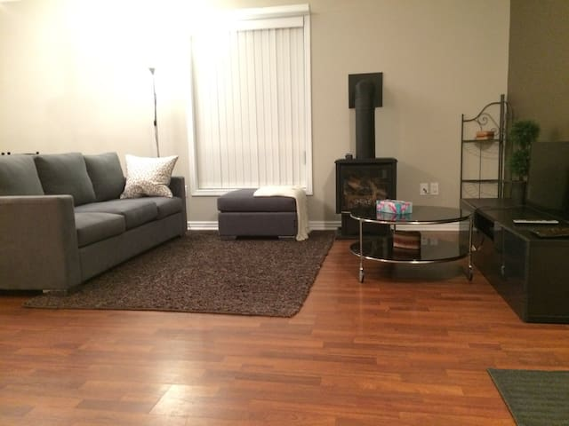 Charming 2BDR no Stairs w/Parking - Saint Catharines