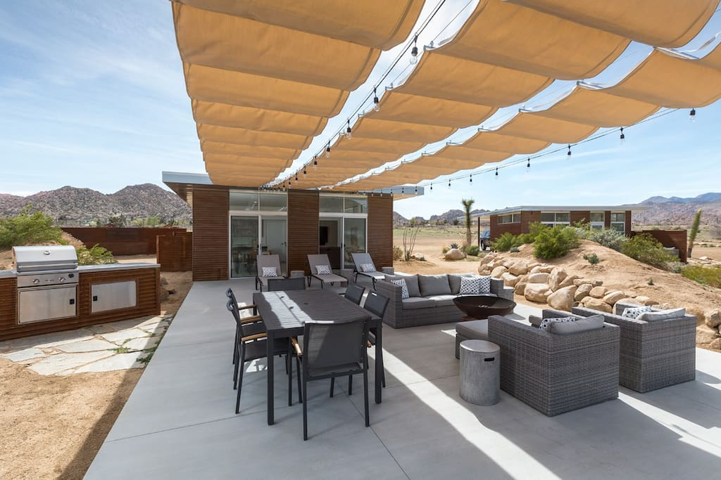 Main patio with retractable shade structure // Photo: Lance Gerber