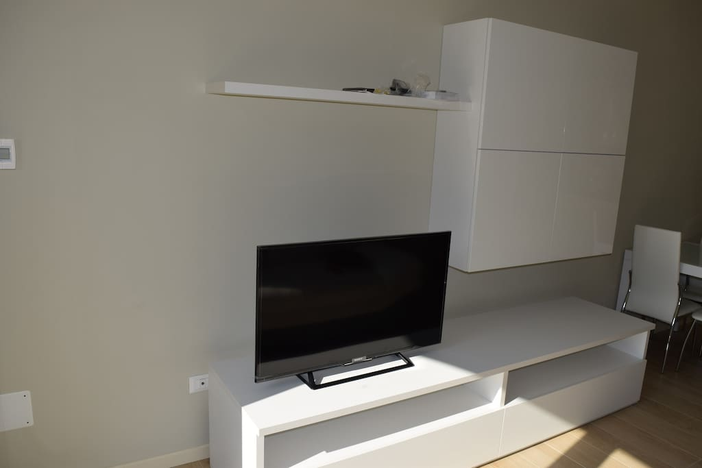 Il salotto con tv led 40""