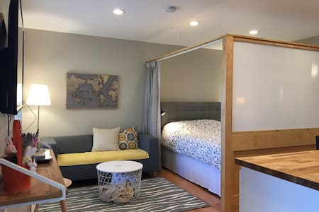 Secluded guest studio w/ gorgeous golf-course view