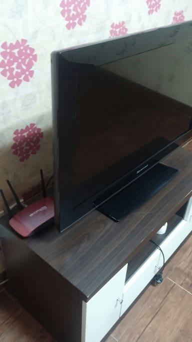 큰방에 TV, 와이파이 완비되어있습니다.