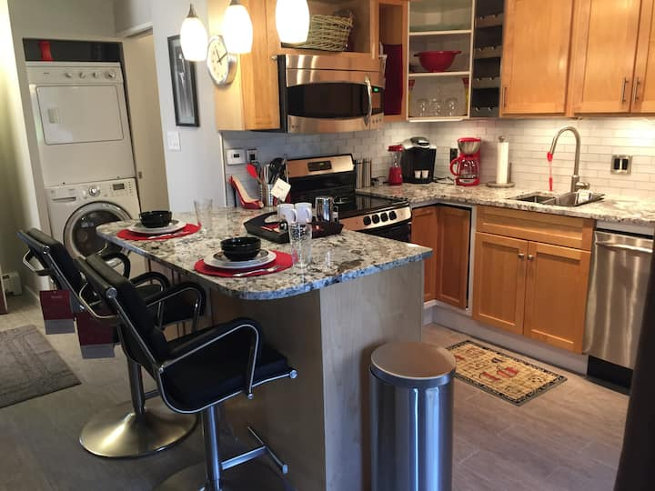 LUXURY Downtown PEARL St. Suite Retreat!