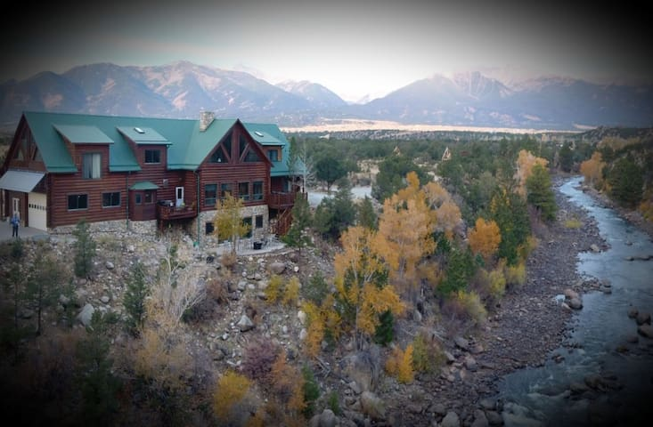 Buena Vista Riverside Lodge (Raft Ripper Room)