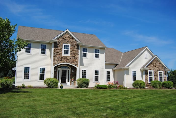 U.S. Open/Erin Hills HOME RENTAL, 4 beds/3 baths - Hartland