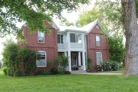 Valley House - Huntsville - Bed & Breakfast