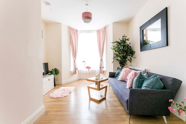 Amazing Flat next to the Finsbury Station