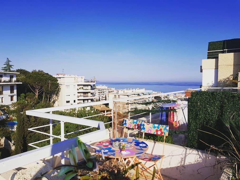 mini villa sur le toit piscine terrasse vue mer appartamenti in affitto a nizza provenza alpi. Black Bedroom Furniture Sets. Home Design Ideas