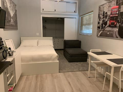 Miami Studio w/Parking,  close to DolphinMall/FIU
