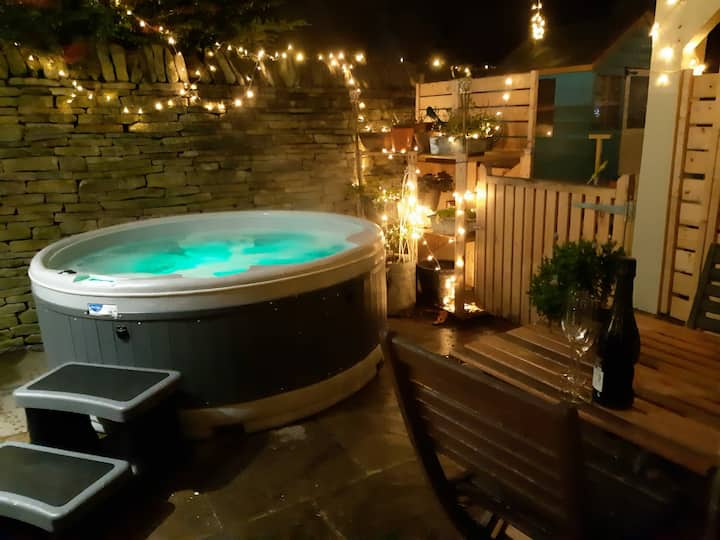 The Cotswold Hideaway- annexe with private hot tub