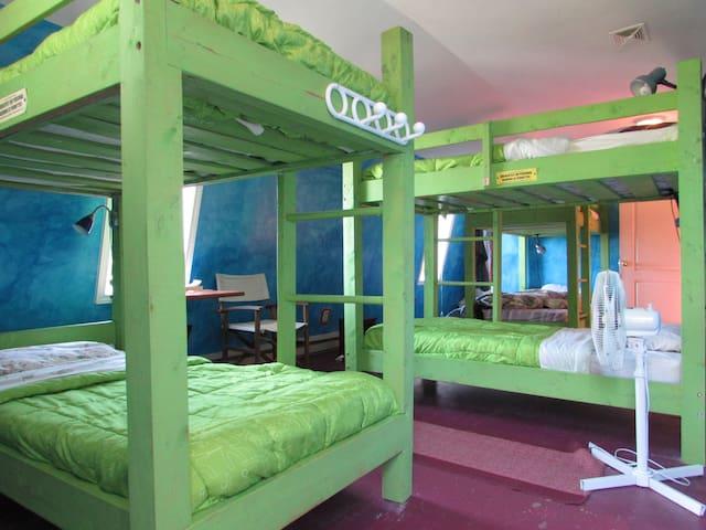 Colourful Hostel between Mahone Bay & Lunenburg - Mahone Bay - Dorm