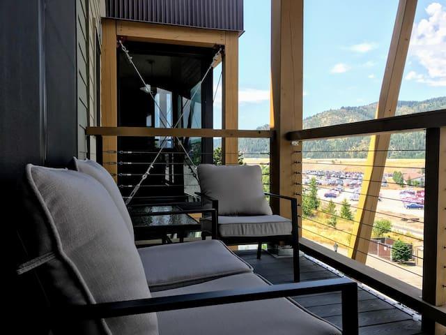 One Bedroom w/View @The Ridge 403