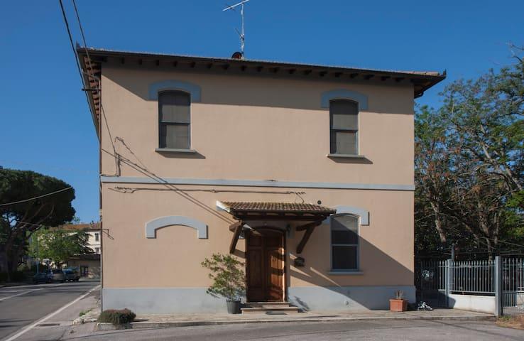 Casa Gigia  in piazza a Alberese