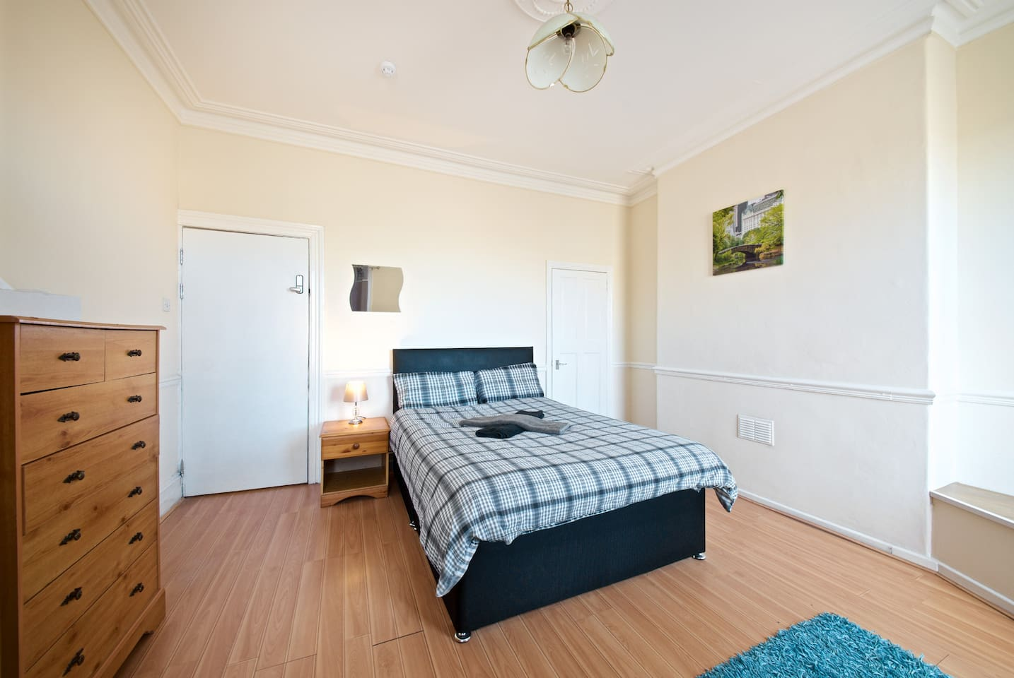 Private bedroom with shared bathroom, living room and kitchen. Double bed ideal for a couple or single person.  Room number B1 with Chester drawer, night table, wardrobe, table and chair. + Free towels/Shampoo/Tea/coffee/sugar/salt/pepper/oil.