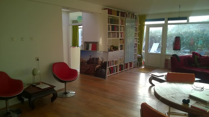 Soulful, spacious three-room apartment with garden - Amsterdam-Zuidoost - House