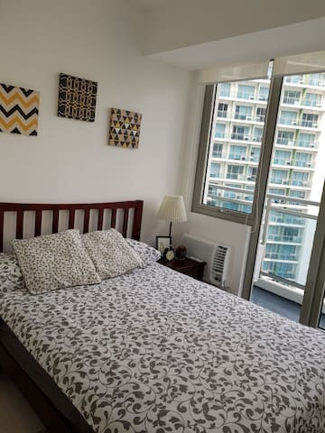 Azure Homey 2BR Condo with Balcony near Airport