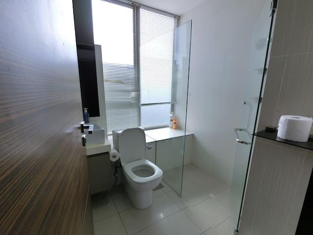 Amazing Spacious 1 Bedroom Apt Unit @ Central SG~