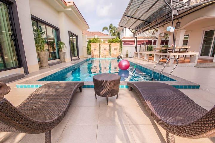 Big family pool villa huahin