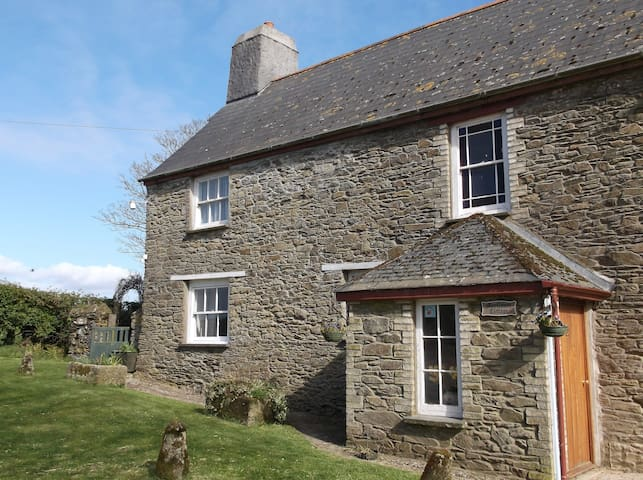 Cosy cottage for 2 on Cornish farm - Cornwall - House