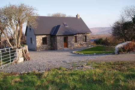 Connemara Cottage - Glencoh