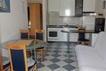 A2-Indira Apartments - Lovište