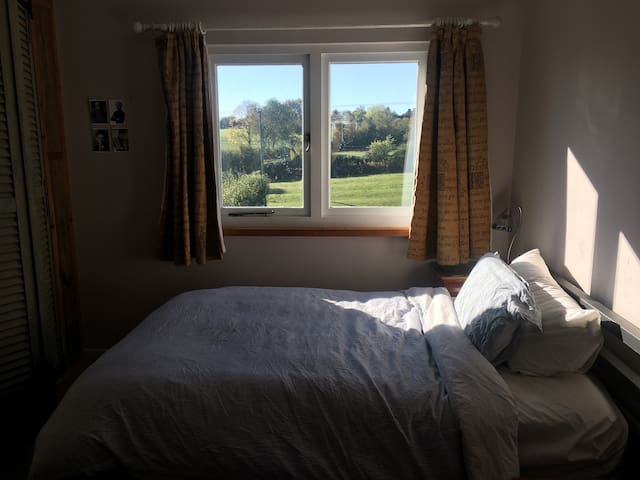 Charming private double room in Cotswold village