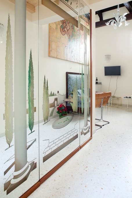 Ingresso con specchio - Entrance hall with engraved mirror