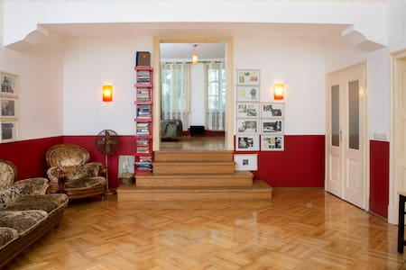Red B&B apartment in Red House Center for Culture - Sofia - Bed & Breakfast