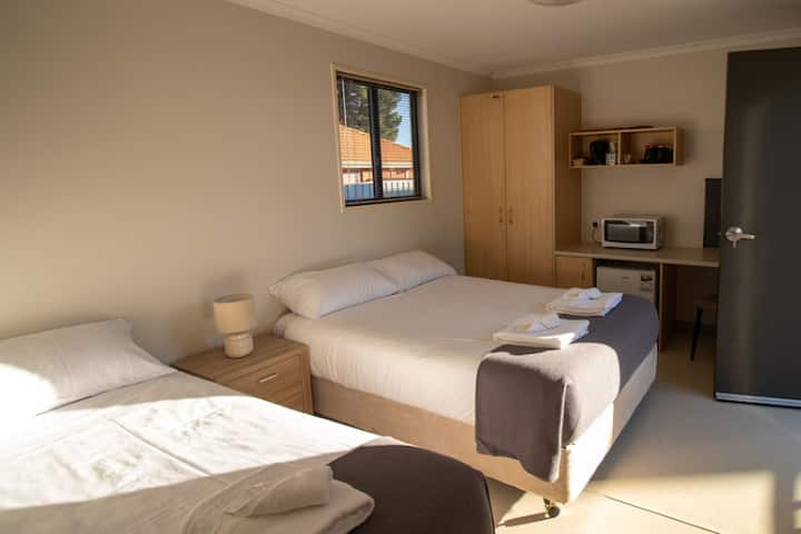 Lake Tyrrell Accommodation Triple Room