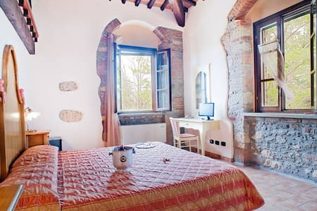 2 CHARMING ROOM WITH POOL - Cecina