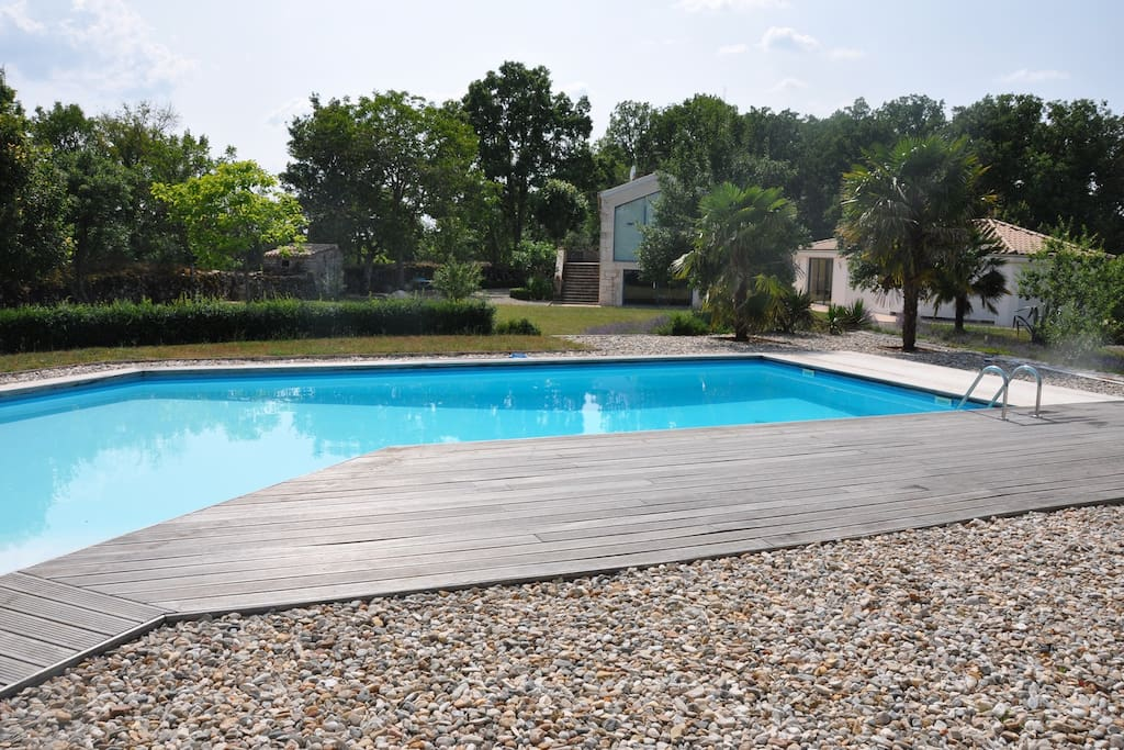 G te 2 3 p avec acc s piscine houses for rent in for La piscine translation