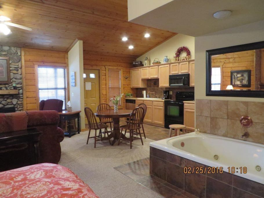 Cozy cabin honeymoon suite cabins for rent in branson missouri united states for 2 bedroom suites in branson mo