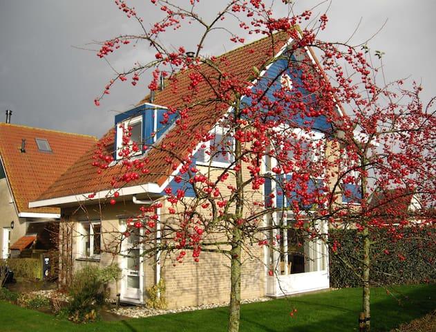Kindvriendelijk vakantiehuis a.h. Sneekermeer' - Terherne - House