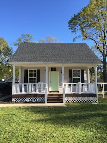 Walking distance to downtown Simpsonville 3 bd - Simpsonville - House