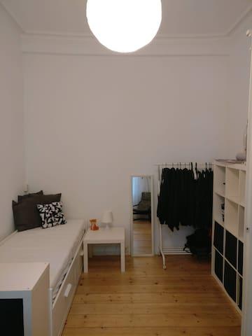 Zimmer in Altbauwohnung in der Weststadt