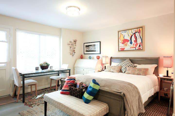 Ocean Beach , Organic Garden, Lux Studio-Suite -