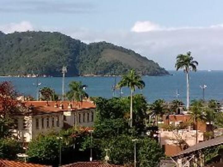 Ap. em Santos, ótima localização.