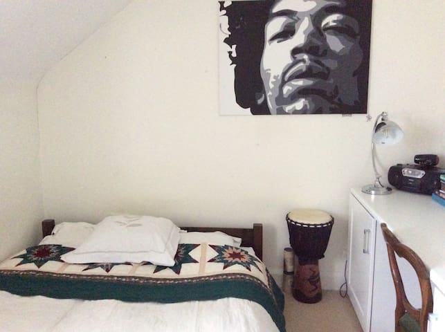 Single room with double bed. Oxford & Cotswolds